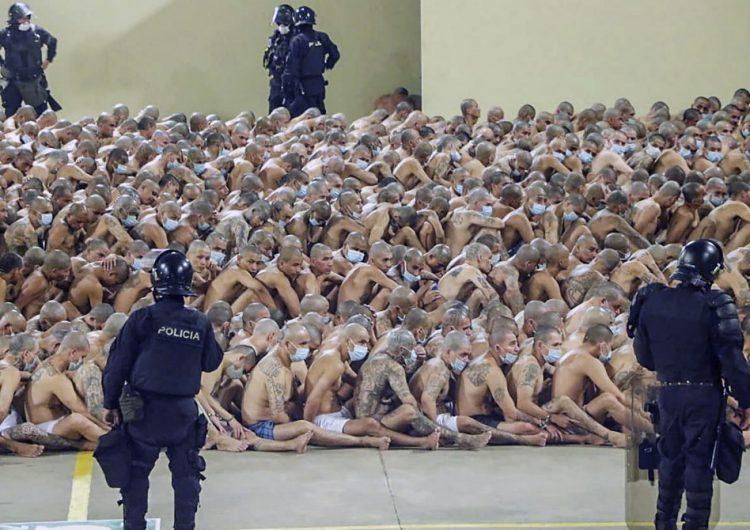 El coronavirus desata motines en las hacinadas cárceles latinoamericanas