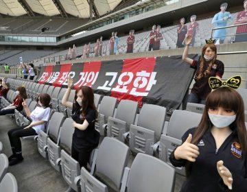 Equipo de futbol surcoreano usa muñecas sexuales como público