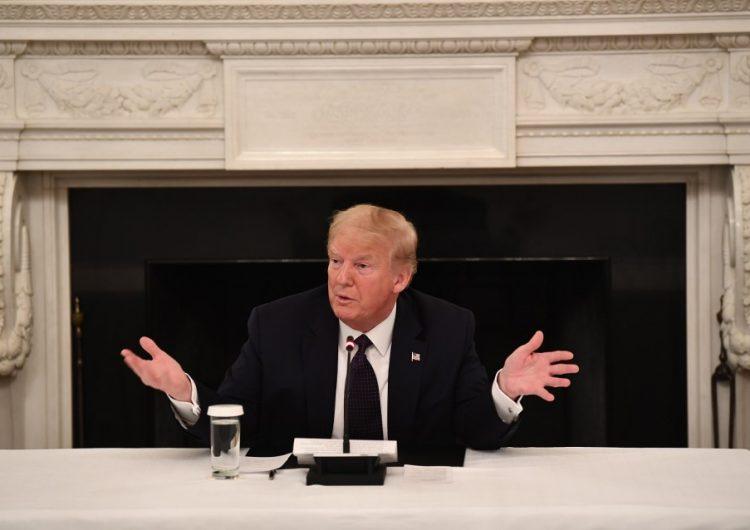 Trump toma hidroxicloroquina, aunque no esté demostrado que ayude contra el COVID-19