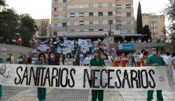 Personal médico de distintos hospitales de Madrid se manifiestan para…