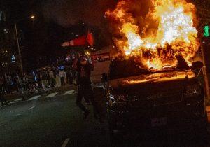 Protestan contra el racismo en ciudades de EU pese a toques de queda