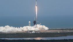 Despega cohete de SpaceX en histórico vuelo tripulado privado al…