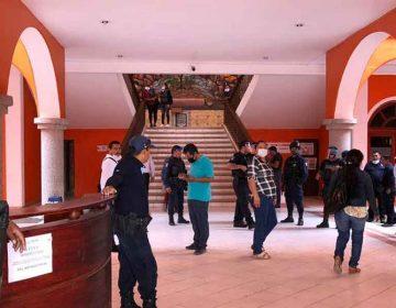 Hijo del alcalde prófugo de Ajalpan, Puebla, desatiende  a la población