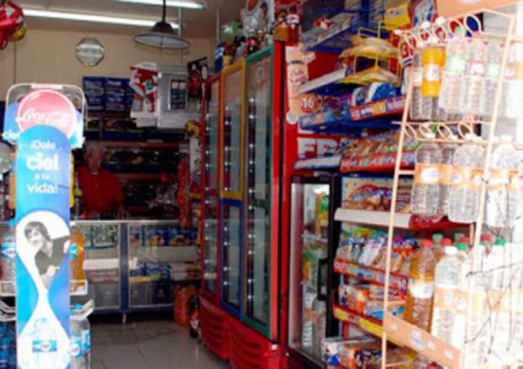 Inspeccionan tiendas de Totimehuacán, Puebla por venta de alcohol adulterado