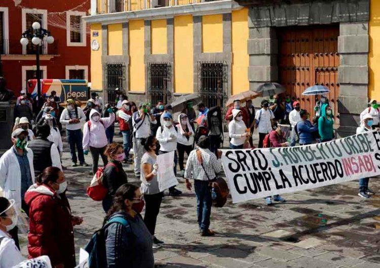 Manifestación-de-personal-médico-en-la-Secretaría-de-Salud-de-Puebla