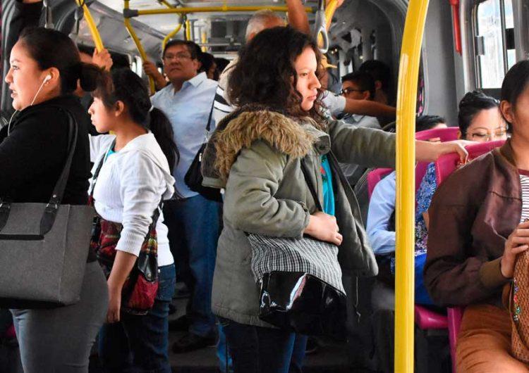 Transporte público rompe la Sana Distancia, multan 8 unidades
