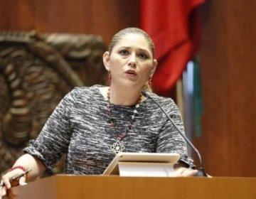 Condena senadora que den de baja a pasantes de medicina que dejaron hospitales por falta de equipo