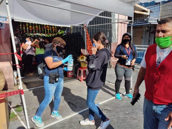 Refuerzan medidas sanitarias en tianguis y mercados de Aguascalientes