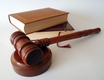 Ampara juez a pasantes de medicina que son dados de baja por UADY