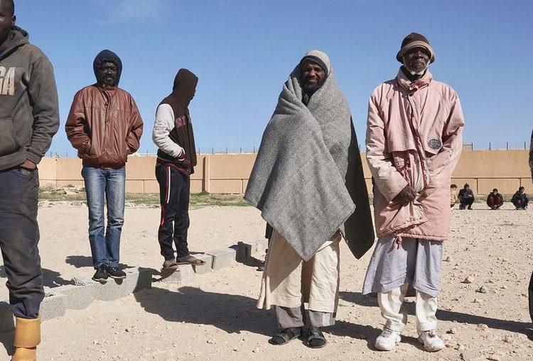 El miedo al coronavirus no frena el flujo de migrantes en el desierto