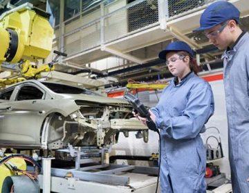 Trabajadores de grupos de riesgo de industria automotriz no volverán a actividades