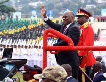 """El presidente de Tanzania da por eliminado el coronavirus en el país """"gracias a Dios"""""""