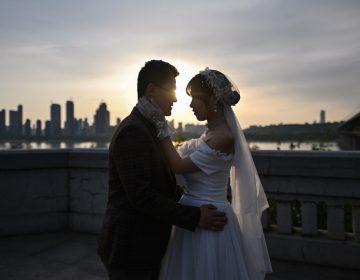 Ciudad china permite que parejas revisen historial de violencia familiar antes del casarse