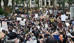 Manifestantes salen por octava noche consecutiva en EU; Secretario de…