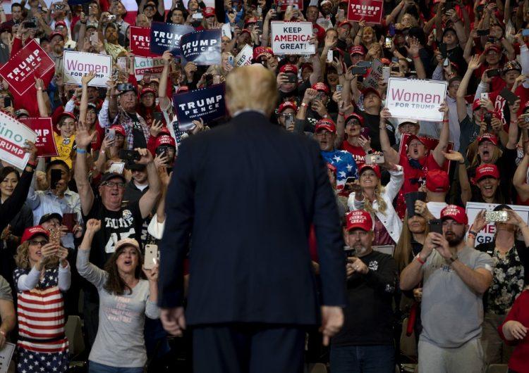 Equipo de campaña de Trump no se hará responsable si en los mítines hay contagios de COVID-19