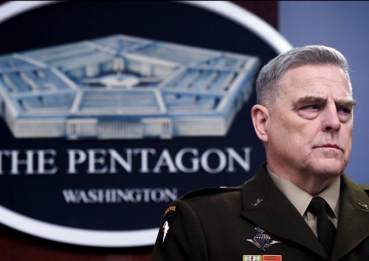 General del Pentágono se disculpa por aparecer en la foto de Trump tras desalojo de manifestantes