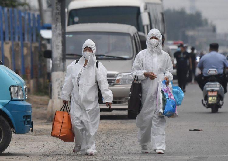 """China implementa """"medidas de guerra"""" para contener nuevo brote de COVID en Pekín"""