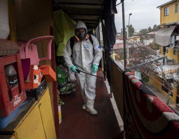 Chile supera los 215,000 contagios de COVID-19, tras ajuste en el registro de casos
