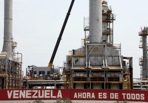 EU sanciona a dos empresas mexicanas por comercializar petróleo venezolano