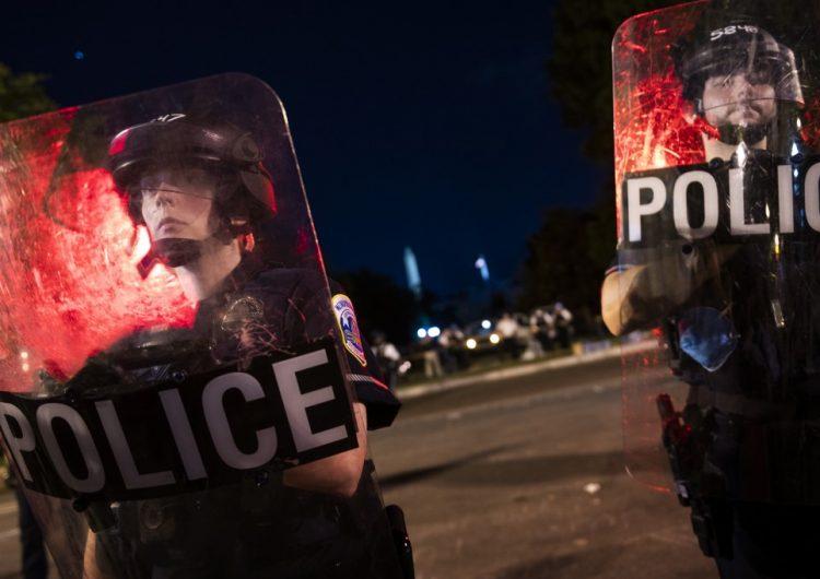Despiden a tres policías de EU por hacer comentarios racistas
