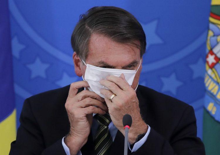 Un juez obliga a Bolsonaro a usar cubrebocas en público