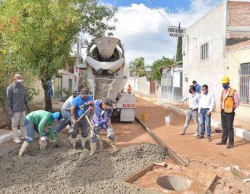 Colocan concreto hidráulico en calle de Jesús María