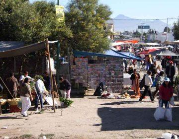 Incumplen sana distancia en el Mercado 5 de Mayo de Puebla, se instala tianguis