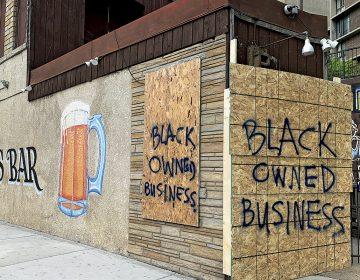 """""""Sentí que tenía que escribir un letrero de Negocio Propiedad de un Negro"""""""