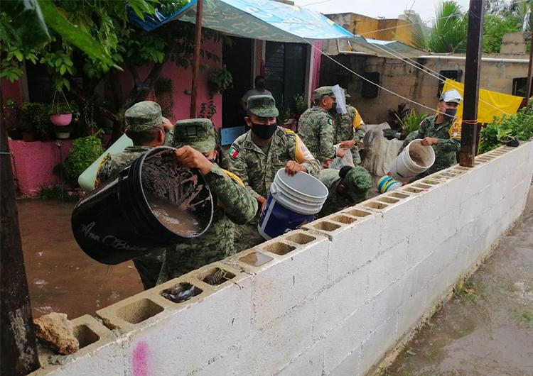 Ejército evacúa familias, fuertes lluvias dejan daños