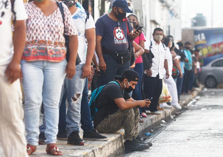 No reactivan transporte urbano, usuarios esperan hasta una hora (Galería)