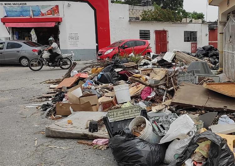 Descacharrización convierte calles de Mérida en basurero público