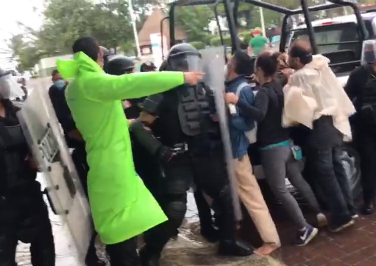 Policía de Quintana Roo reprime manifestación
