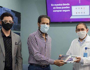 Rector de la BUAP entrega 500 libros a personal del HUP