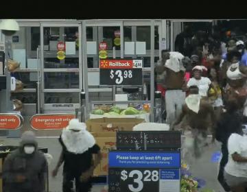 Video: Roban más 100,000 dólares en mercancía de un supermercado en Florida durante protestas de George Floyd