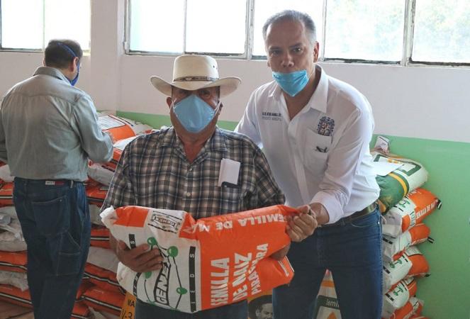 Otorgan apoyos a productores agrícolas de Jesús María