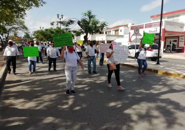 Payasos, músicos y meseros piden apoyo alimentario