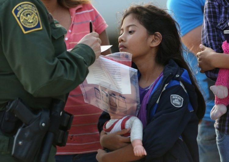 Las tácticas de EU para expulsar a 915 niños y adolescentes inmigrantes por la pandemia