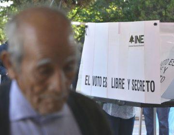 AMLO critica al INE y organismos autónomos; dice que simulan y la gente no los conoce