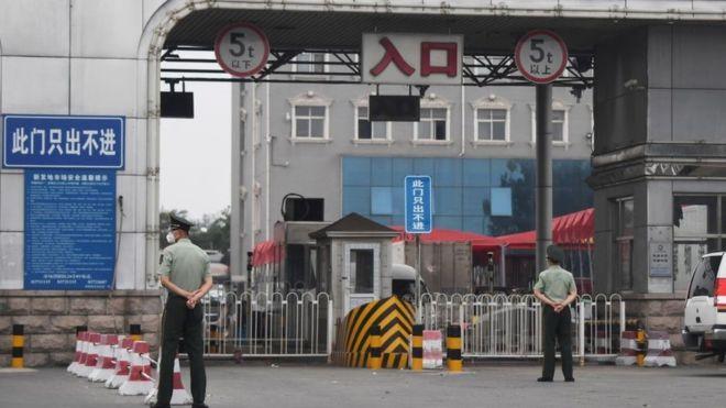 El nuevo brote de COVID-19 en un mercado de Pekín que preocupa a las autoridades en China