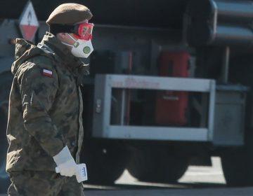 """Por qué Polonia invadió """"accidentalmente"""" República Checa en medio de la pandemia"""