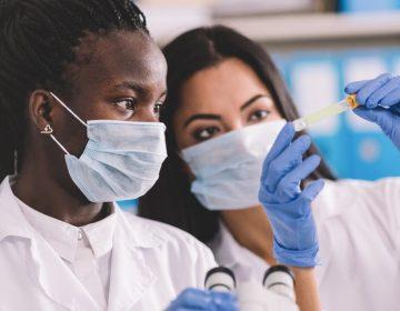Qué progresos se han logrado en la búsqueda de la cura para la COVID-19