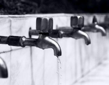Aprueban corte de agua a negocios que adeuden un mes