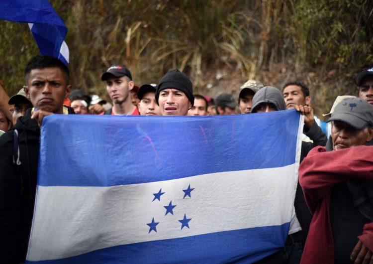 Policía de Honduras disuelve una nueva caravana de migrantes hacia EU