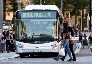 Chofer de autobús sufre muerte cerebral tras ser agredido por negar accesos sin cubrebocas