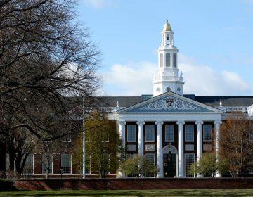 Harvard y el MIT enfrentan al ICE: piden que extranjeros con cursos en línea tengan visas