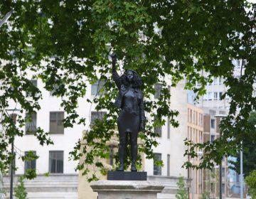 "Reino Unido: reemplazan estatua de esclavista por una del movimiento ""Black Lives Matter"""