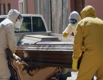Policías retiran más de 400 cadáveres de casas y calles de Bolivia