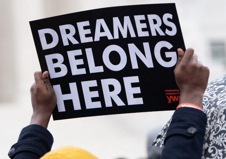 'Dreamers': gobierno de EU cancela nuevas solicitudes