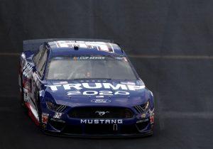 """Choca el automóvil """"Trump 2020"""" de la NASCAR durante su debut en una competencia"""