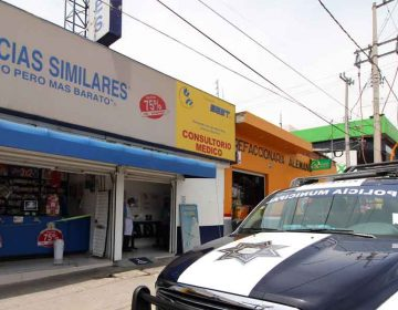 Abuelito fallece en consultorio de farmacia en Puebla